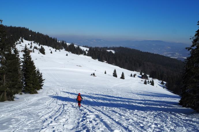 Po odwiedzeniu Wielkiej Rycerzowej schodzimy z powrotem na Przełęcz Halną.