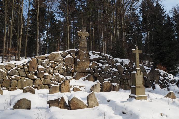 Cmentarz wojenny nr 59 - wykonany z kamieni