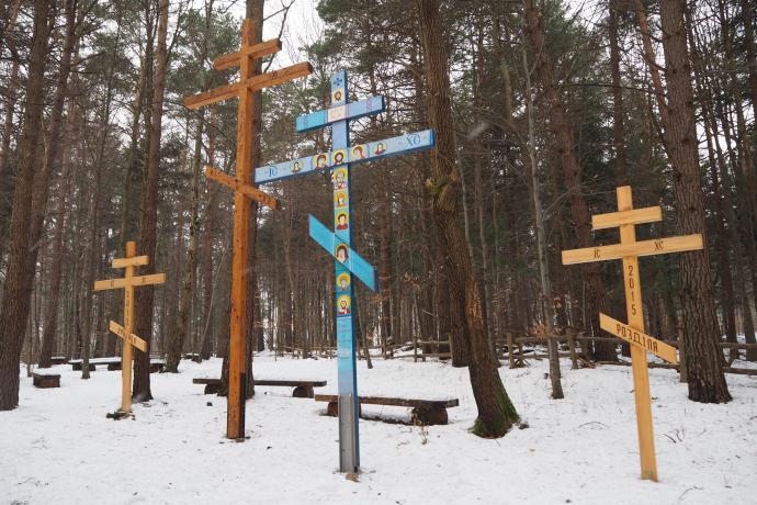 Liczne krzyże zostały postawione tu przez pielgrzymów