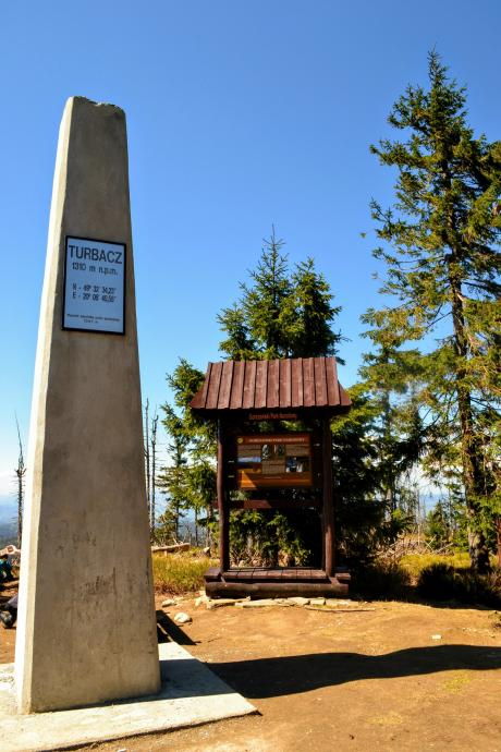 Obelisk i tablica informacyjna GPN