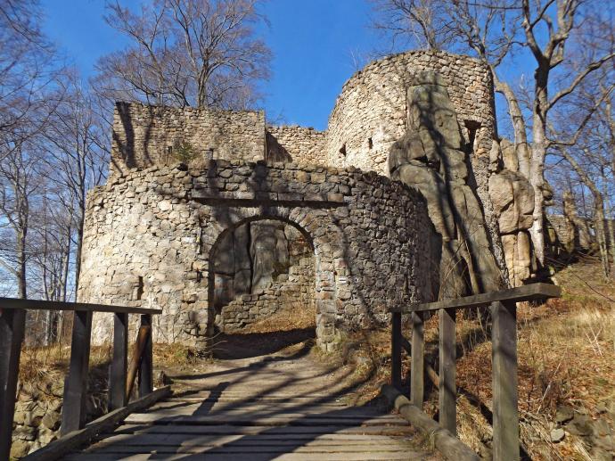 Zamek Bolczów from outside