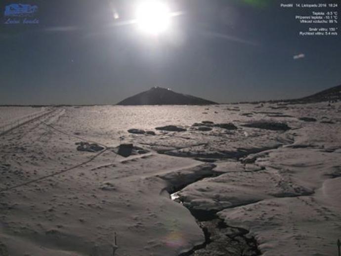 Śnieżka w świetle superksiężyca