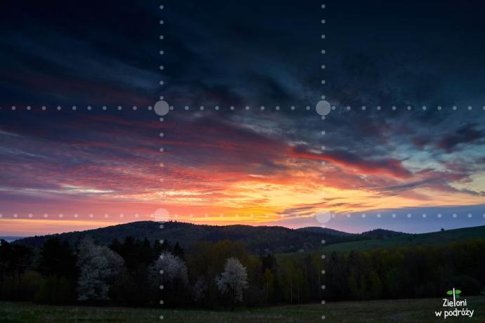 Skoro podświetlone chmury są ciekawsze, to niech one stanowią większość kadru
