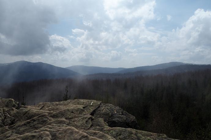 Dwernik Kamień (1004 m). Pięknie stąd widać Wetlińską, Caryńską i Rawki.