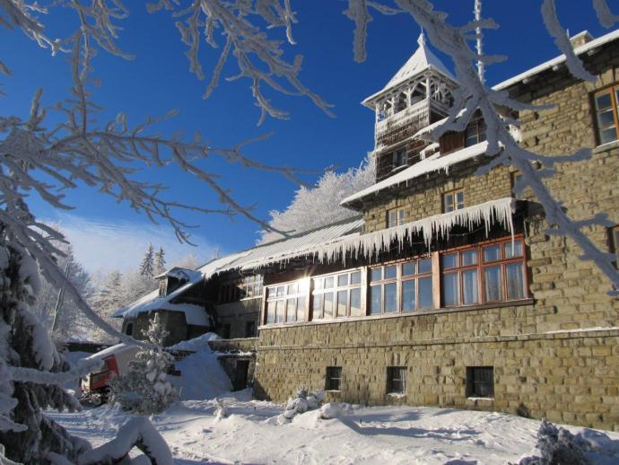 Schronisko na Szyndzielni zimą