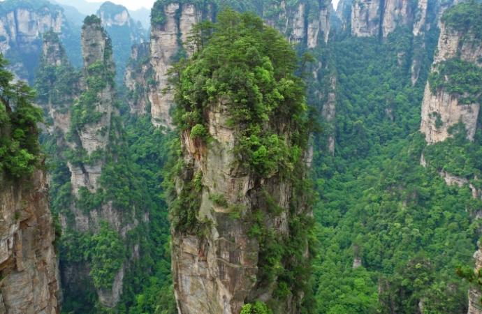 South Pillar of the Heaven (Hallelujah Mountain) - słynny z filmu Avatar