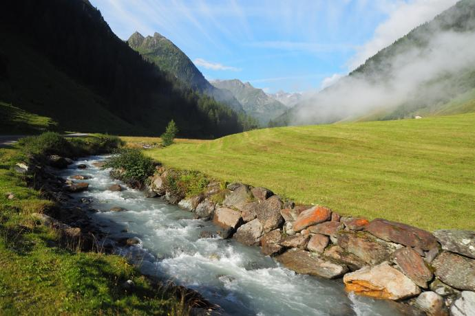 Droga do przysiółka Oberris, czyli alpejska sielanka.