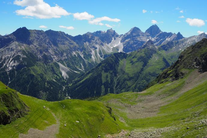 Widok na południowe otoczenie doliny Gschnitzal.