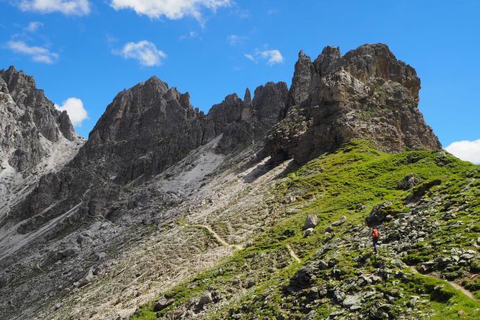 Idąc na Ilmspitze, trawersuje się szczyt Kalkwandu.