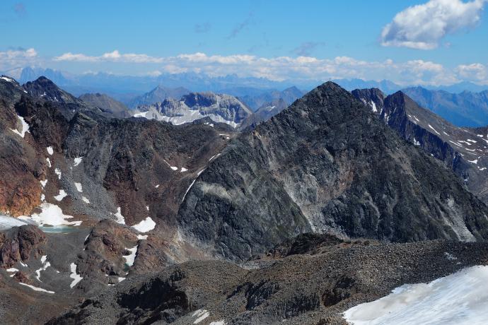 Na południowym horyzoncie majaczą Dolomity.