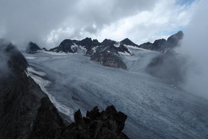 Widok z Rinnenspitze na imponujący lodowiec Lüsener.