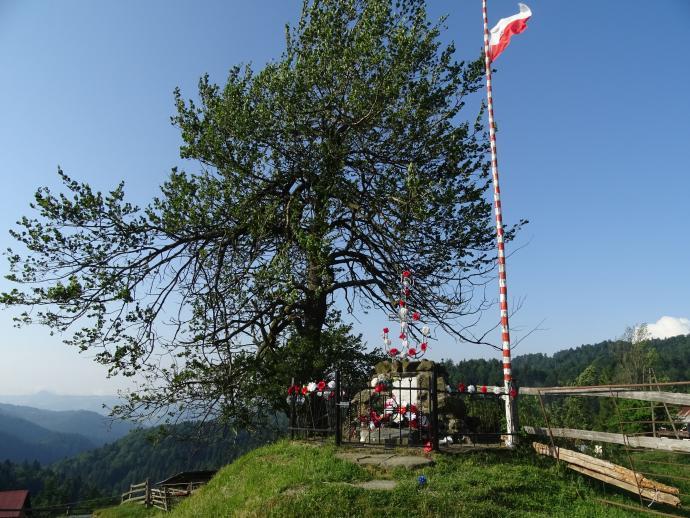 Obelisk upamiętniający partyzantów