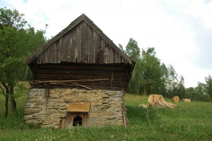 Stara zabudowa w przysiółku Jaworzynki nad Brzyną