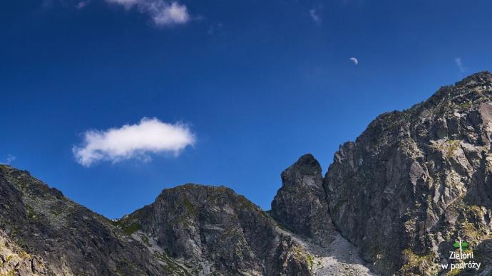 Księżyc nad przełęczą