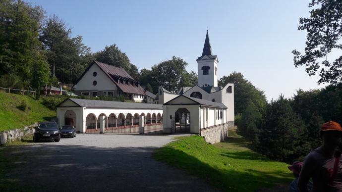 Příčný vrch - Kościół Matki Boskiej Pomocnej