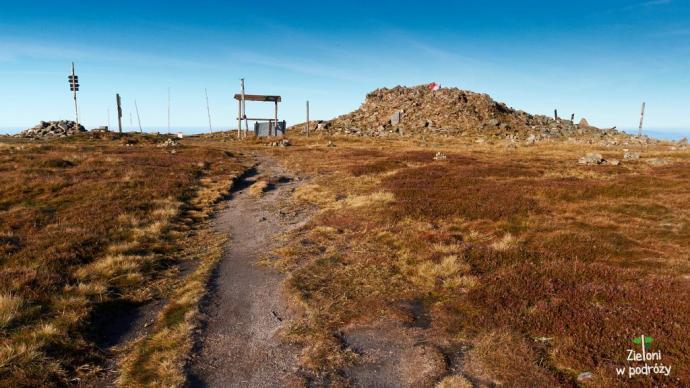 Wielki kopiec kamieni to pozostałości po wieży widokowej