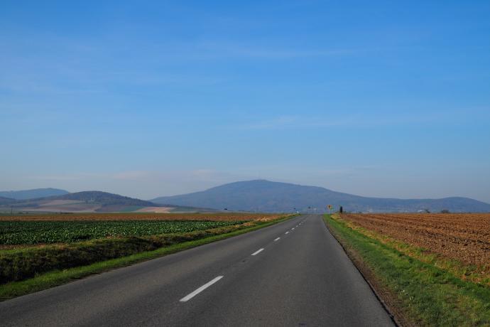 Ślęża przed nami - autostrada do nieba:)