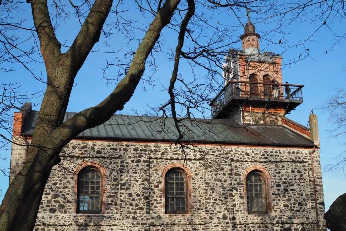 Ponad 300-letni kościółek Nawiedzenia NMP został niedawno odrestaurowany.