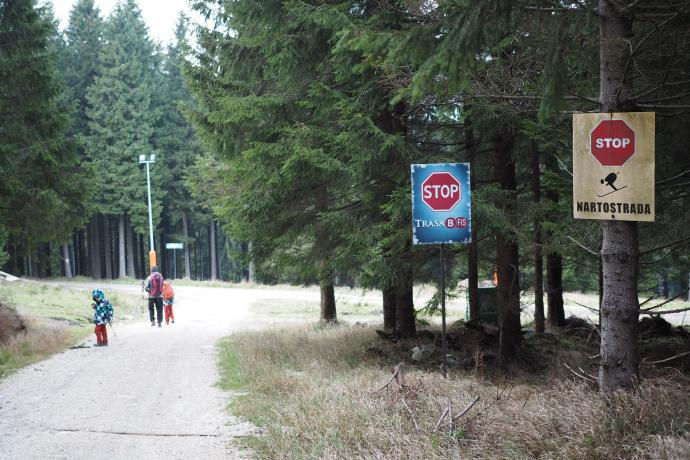 Skręcamy teraz w kierunku Siennej, wkraczając na tereny narciarskie na Czarnej Górze