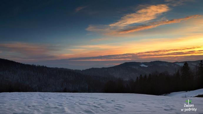 Piękny zachód na koniec dnia