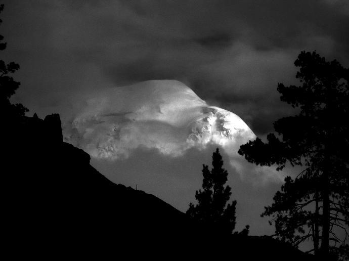 Wschód Słońca nad szczytem Nanga Parbat