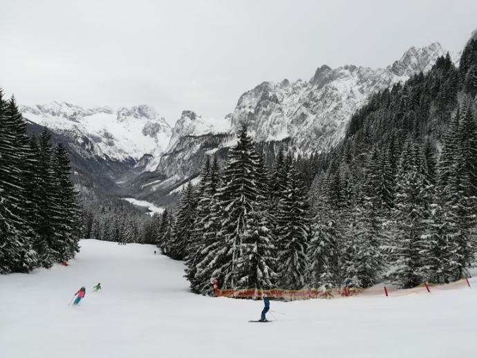 Ośrodek narciarski Dachstein West w pięknej scenerii Salzburskich Dolomitów.