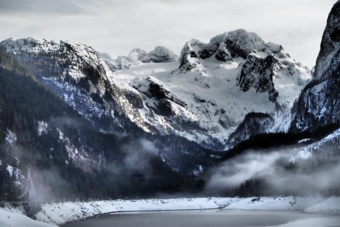 Kulminacja masywu Dachstein w zimowej odsłonie.