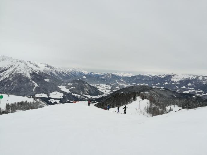 Górne odcinki tras narciarskich są bardzo widokowe.