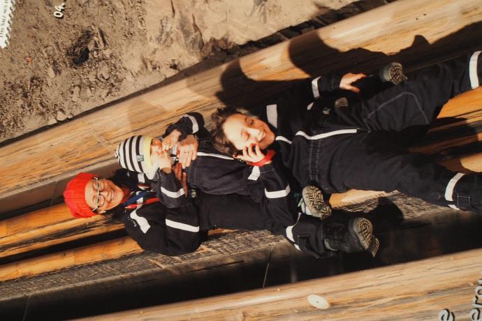 Największa artakcja na trasie - zjazd drewnianą górniczą zjeżdżalnią