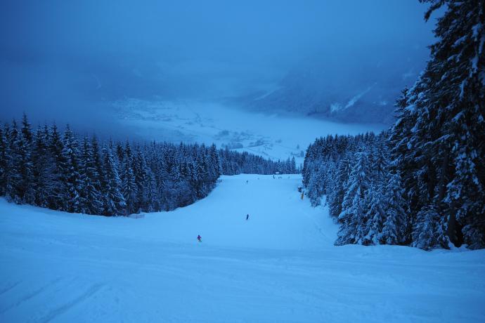 Najprzyjemniej jest późnym popołudniem, gdy z tras zjeżdżają ostatni narciarze