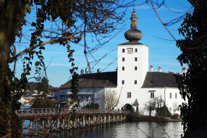 Wodny zamek Ort leży na wysepce niewiele większej niż on sam.