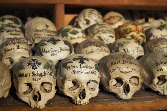 Ciała wyjmowano z grobów po 10-20 latach od pochówku i oczyszczano kości