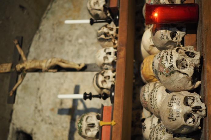 Charakterystyczne malowidła na czaszkach symbolizowały miłość do zmarłych