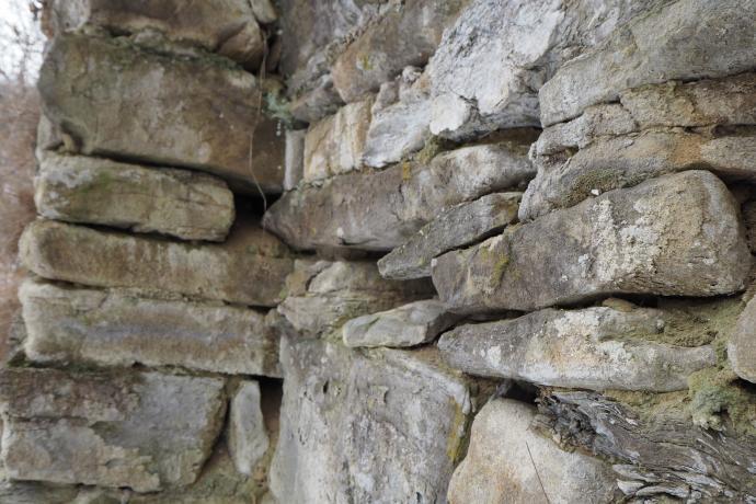 Ruiny przypominają obecnie kamienie poukładane jeden na drugim, oby nie zniszczały zupełnie
