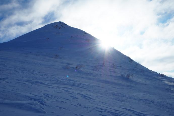 Słońce jest dzisiaj jednym z głównych aktorów na górskiej scenie.