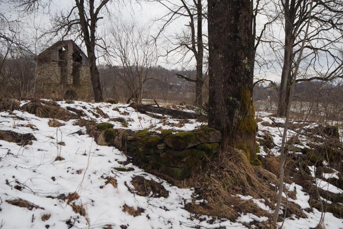 Na cerkwisku zachowały się fragmenty podmurówki dawnej cerkwi