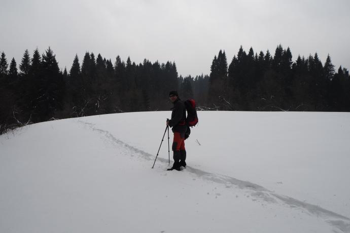 Przecinamy kolejne zaśnieżone polanki