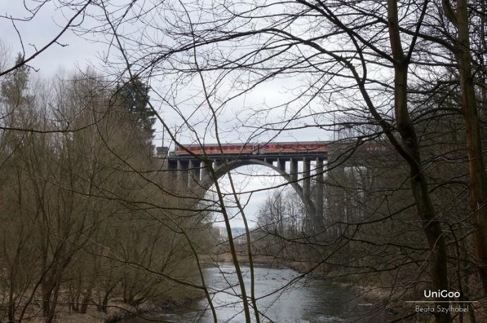 most i pociąg