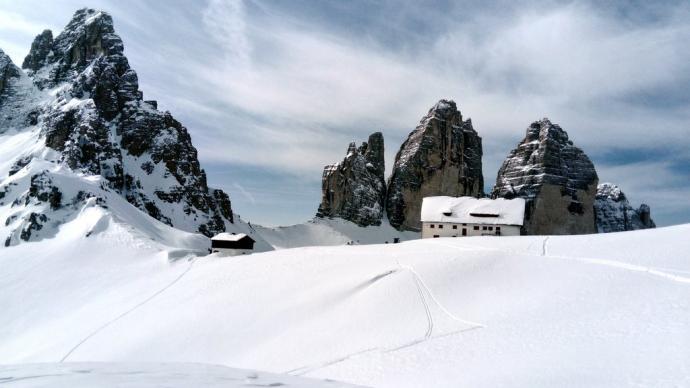 locale invernale obok rifugio Locatelli