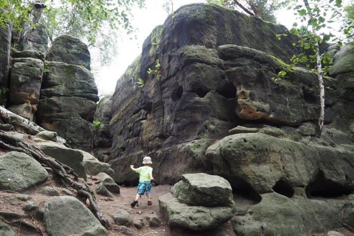 Skalny Labirynt znajduje się na nieco na północ od miejscowości Rosenthal-Bielatal