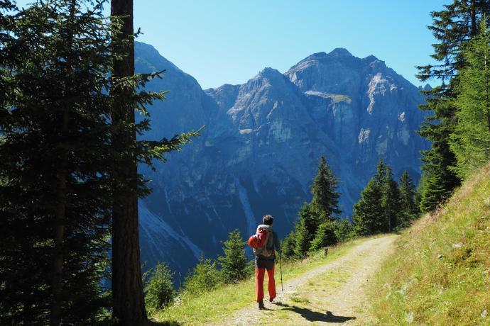 Zejście w dolinę Pinnistal to prawdziwa przyjemność.