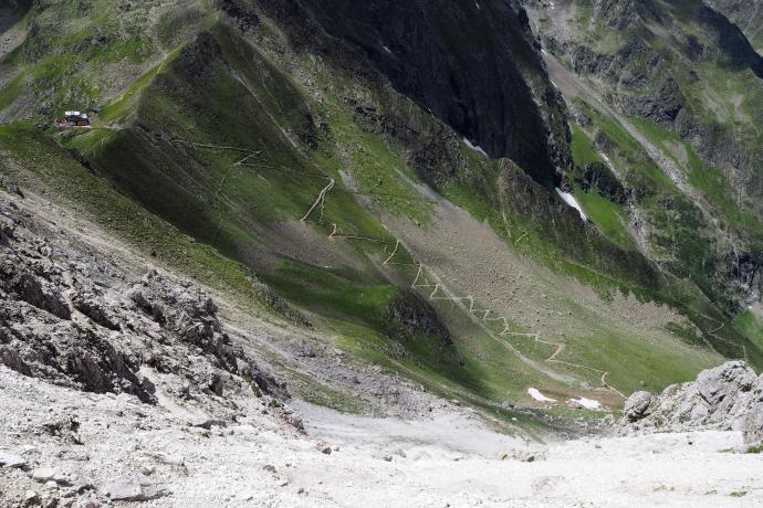 Dolina Pinnistal została daleko w dole.
