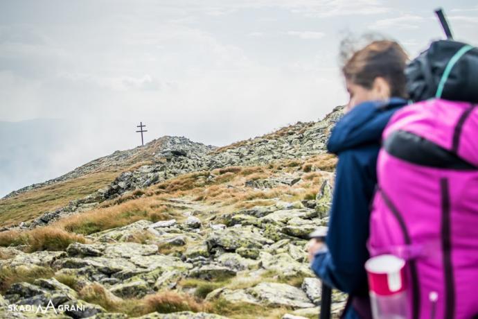 Niektórze szczyty oprócz tabliczek z nazwą, mają również krzyże. To nie jedyny spotkany na całym przejściu grani.