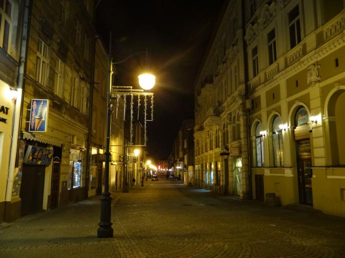Ulica Kazimierza Wielkiego nazywana potocznie Kazimierzowską jest jedną z wizytówek miasta.
