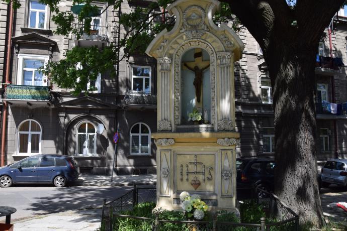 Kapliczka między ulicami: Mickiewicza oraz Staszica