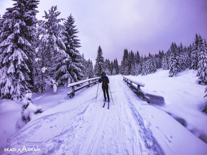 Polecam wybrać się na biegówkach trasą z Polany Jakuszyckiej do Chatki Górzystów już po zmroku. Jest wtedy nieziemski klimat!