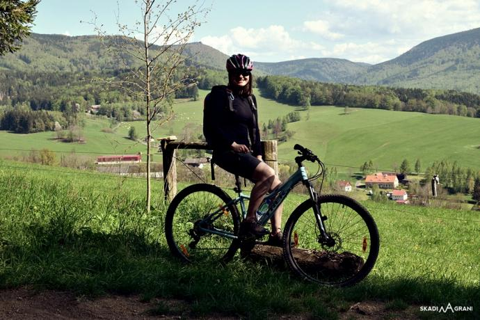 Od wiosny do jesieni polecam rower.  Idealnie nadaje się do odświeżenia znanych miejsc, wcześniej poznanych w formie pieszej.