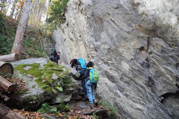 Gwarkowa Perć - ta skalna ściana zaraz się na nas przewróci.