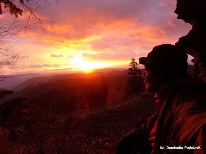 Wschód Słońca z ruin posiadłości Daisy na Waligórze - listopad 2019 r.