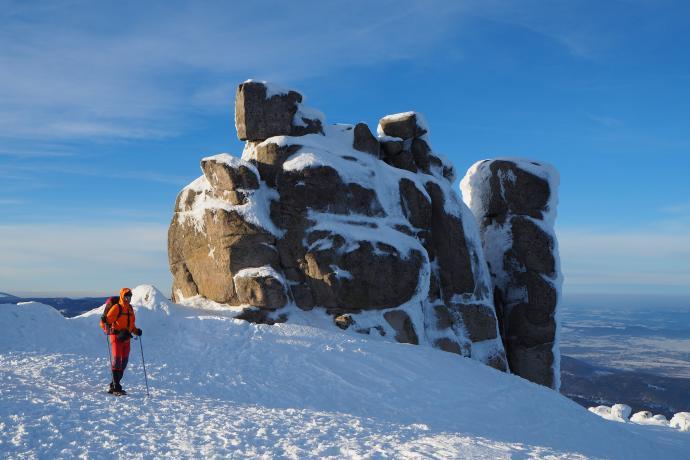 Grupa skalna Słonecznik przycupnęła na zboczu Smogorni